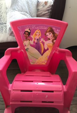 Small chair for kids for Sale in Nashville, TN