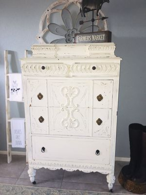 Vintage Beautiful 1930s Dresser, Lots of Charm for Sale in Cocoa, FL