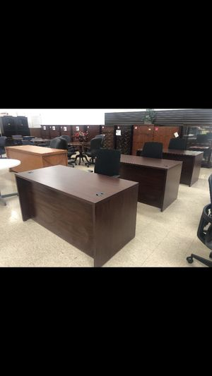 HON Double Ped Desk LIKE NEW for Sale in Columbus, OH