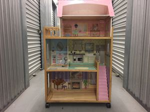 Girl's Doll House for Sale in Miami, FL
