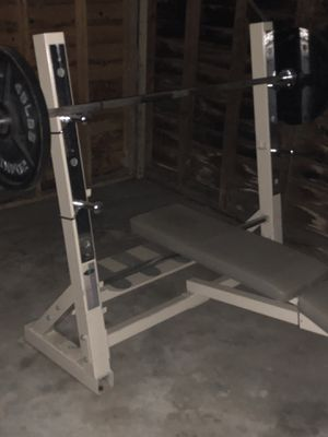 Very good condition Olympic weight set rarely used I have 300+ n weight an 1set of dumbbells for Sale in Detroit, MI