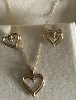 Beautifull 10K Set Of Necklace diamond & heart shaped pendant, Earrings . 😍 ( a beautifull antique ser) for Sale in Redlands, CA