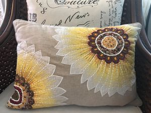 Pier 1 pillow. Sunflower for Sale in Hialeah, FL