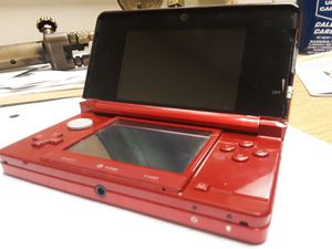 Nintendo 3DS. [red] w/ charger. (Like new!) for Sale in Silverdale, WA
