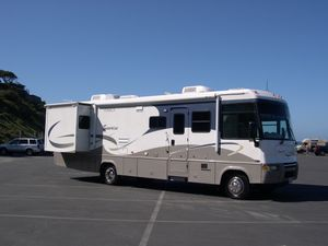 2005 Itasca Sunrise 33V Workhorse plus tow car for Sale in Encinitas, CA