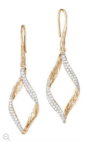 John Hardy 18K Gold And Diamond Classic Chain Wave Earrings NWT Retail $2400 for Sale in Temecula, CA