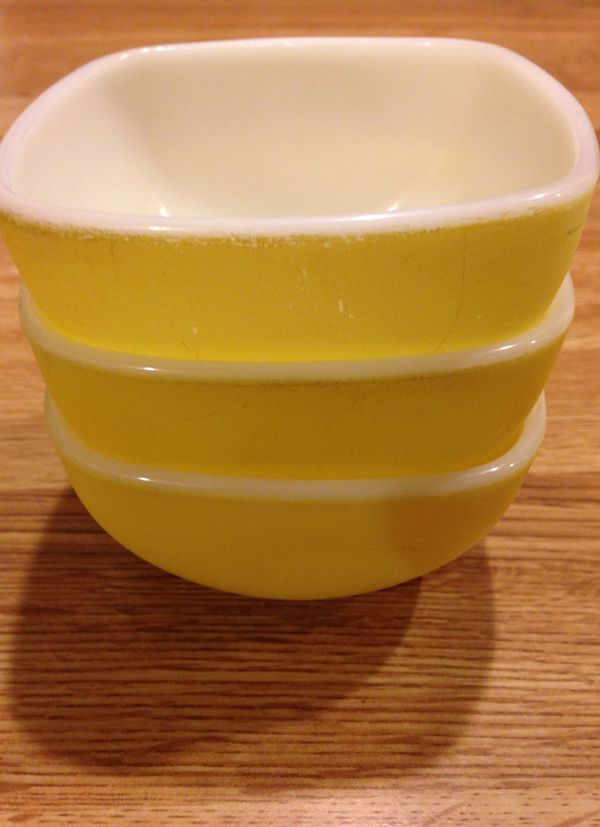Vintage Pyrex Small Square Bowls
