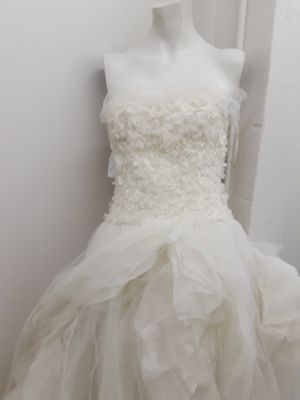 """Vera Wang """"Flora"""" Ball gown wedding dress strapless lace floral applique size 8 for Sale in Redondo Beach, CA"""