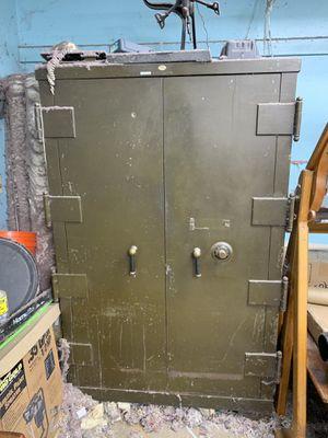 Underwriter art metal safe for Sale in Northbridge, MA