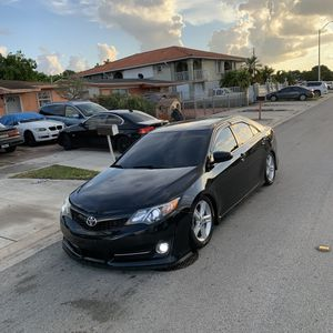 Toyota Camry SE 2013 CLEAN TITTLE for Sale in Miami, FL
