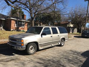 Chevy suburban 1999 for Sale in Dallas, TX