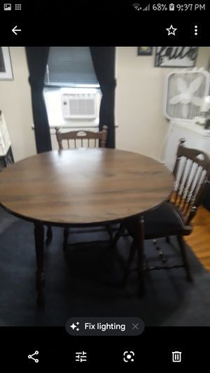 Small table n four chairs great condition with a leaf that goes in the middle for Sale in Pittsburgh, PA