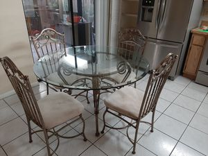 Kitchen table and four chairs. Very good condition, $250 for Sale in Miami, FL