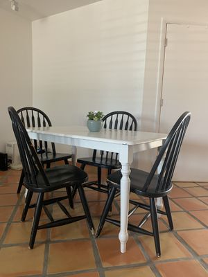 Farm style table and chairs for Sale in Phoenix, AZ