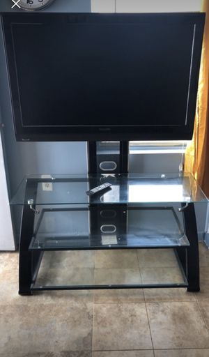 TV stand with 32 inch TV for Sale in Hamtramck, MI