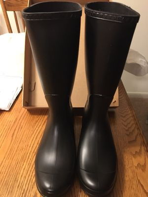Brand new size 10 women's UGG rain boot. Check out my other items I have for sale. Pick up in lombard for Sale in Lombard, IL