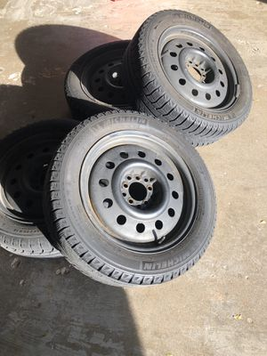 Michelin x-ice Xi2 winter tires and wheels. for Sale in South Elgin, IL