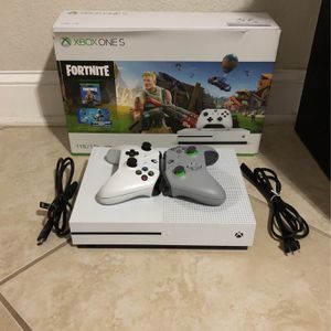 Xbox One S 1 TB with two Controllers for Sale in Miami, FL