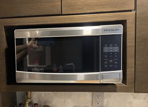 Frigidaire microwave for Sale in Delray Beach, FL