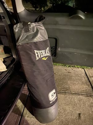 Everlast c3 foam 100 lb pound punching heavy bag for Sale in Tampa, FL