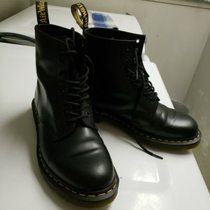Brand NEW (Lightly Used) 1460 Black Doc Marten's for Sale in Edmonds, WA