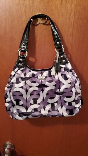 Coach Purse / Color is Gray, White and Black inside is Purple for Sale in Fairview Heights, IL