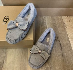 100% Authentic Brand New in Box UGG Dakota Stargirl Slipper / Women size 10 / Color: Seal Grey for Sale in Pleasant Hill, CA