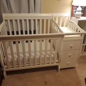 Mini Crib With Changing Table for Sale in Woodruff, SC