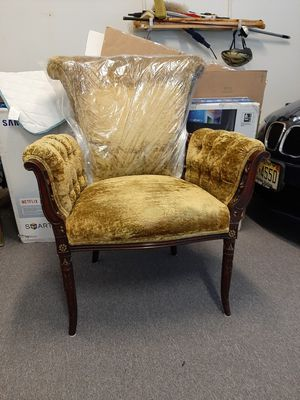 Antique chair excellent condition for Sale in Marlboro Township, NJ