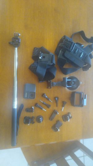 GOPRO hero 7 silver and mounts for Sale in Avondale, AZ