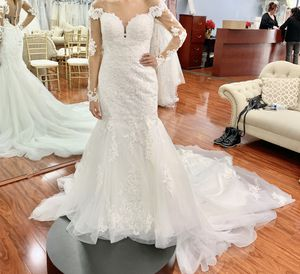 Ivory Lace Mermaid Wedding Dress With Sleeves BRAND NEW for Sale in Fremont, CA