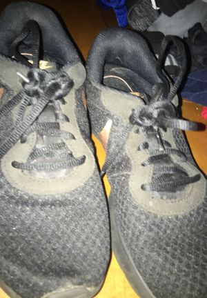 Nike Women Running shoes size 5 used for Sale in Largo, FL