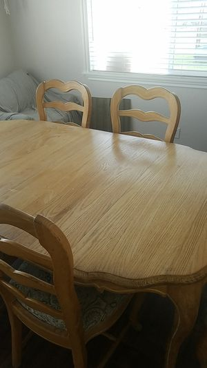 Dining room table with 5 chairs for Sale in Covina, CA