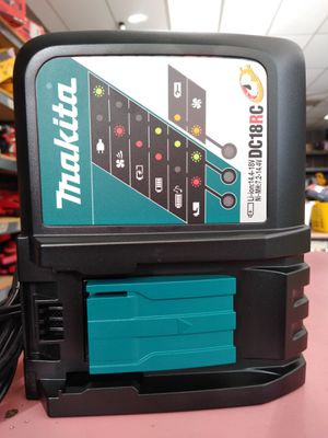 MAKITA CHARGER 18v for Sale in Moreno Valley, CA
