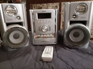 SONY STEREO SYSTEM W/REMOTE,2 SPEAKERS,5 DISC CHANGER for Sale in Metairie, LA