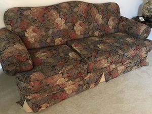 Sofa with floral print- vintage country style antique look for Sale in Ashburn, VA