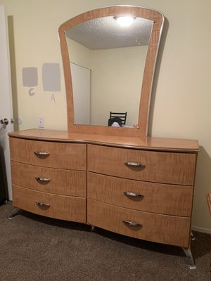 6 drawer dresser for Sale in Palm Desert, CA