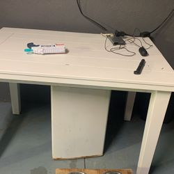 Table For free Must Pick Up In The Am Or Right Now for Sale in Sylmar,  CA
