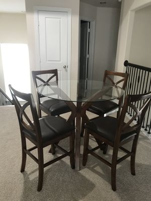 Glass Top Kitchen Table w/4 chairs for Sale in Houston, TX