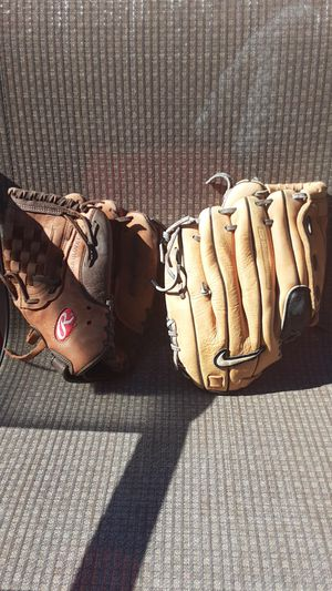 Baseball gloves for Sale in Moreno Valley, CA