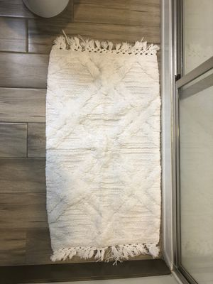 White Textured Bath Mat for Sale in Phoenix, AZ