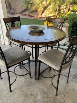 FREE!! Table & Chairs for Sale in Corona, CA