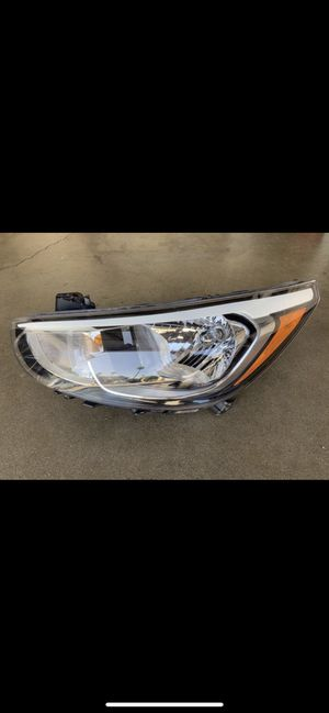 Like-New! Hyundai Accent Left Headlight for Sale in Carson, CA