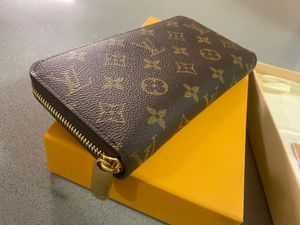 Authentic Louis Vuitton Zippy Large size brown interior for Sale in Hartsdale, NY