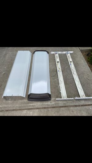 Kitchen fluorescent lights. 2 total. 4 ft. Includes 8 brand new bulbs. for Sale in Clovis, CA
