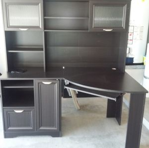 Corner desk with hutch for Sale in OH, US