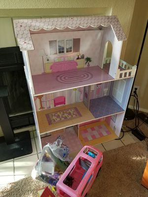 Large barbie doll house and camper for Sale in Las Vegas, NV