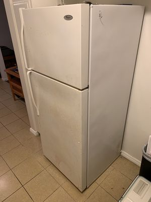 Whirlpool refrigerator / freezer for Sale in Inglewood, CA