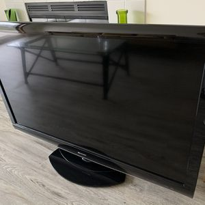 """Sharp AQUOS 52"""" LCD TV - Perfect Condition for Sale in Seattle, WA"""
