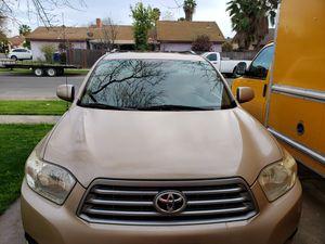 Toyota highlander for Sale in Fresno, CA